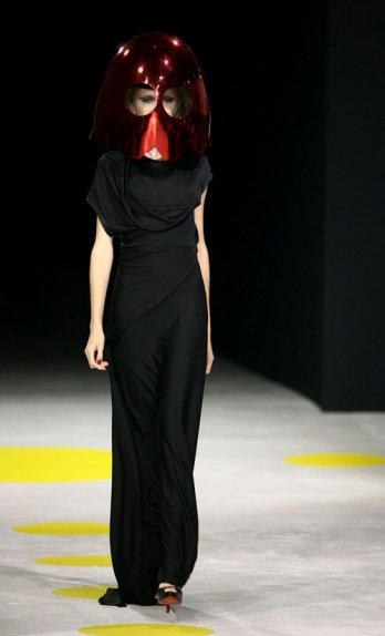Giles Deacon_S-S 2009 Collection_Yannis Vlamos