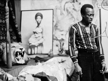 Miles Davis in his house, West 77th Street, NY, 1969_Don Hunstein_Sony Music Entertainement