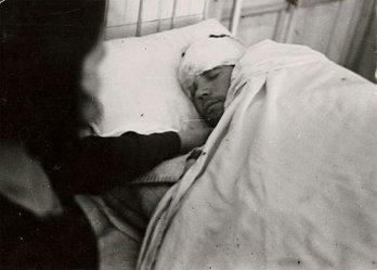 Gerda Taro_Air raid victim in hospital, 1937