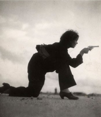 Gerda Taro_Republican woman soldier in training, 1936