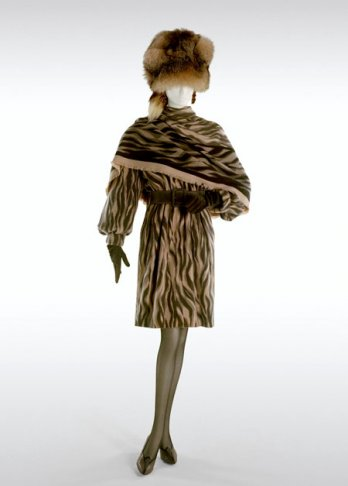 Yves Saint-Laurent_Dress & Shawl in Cachemire, 1990 Automn/Winter Collection_Fondation Pierre Bergé - Yves Saint-Laurent_Alexandre Guirkinger