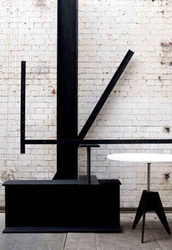 Tom DIxon/Screw Table
