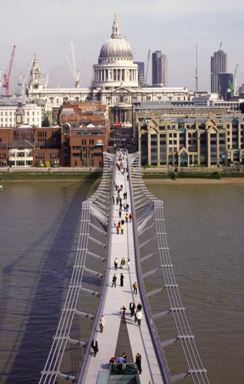 Millenium Bridge, London, England_Nigel Young_Foster+Partners